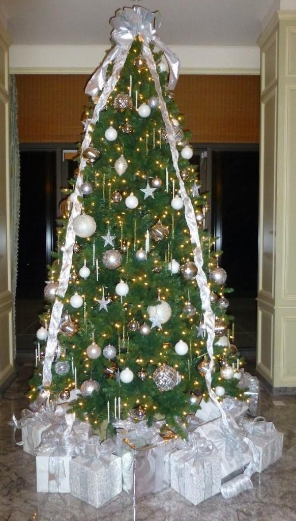 Christmas Tree Ribbons using Vintage Wallpaper