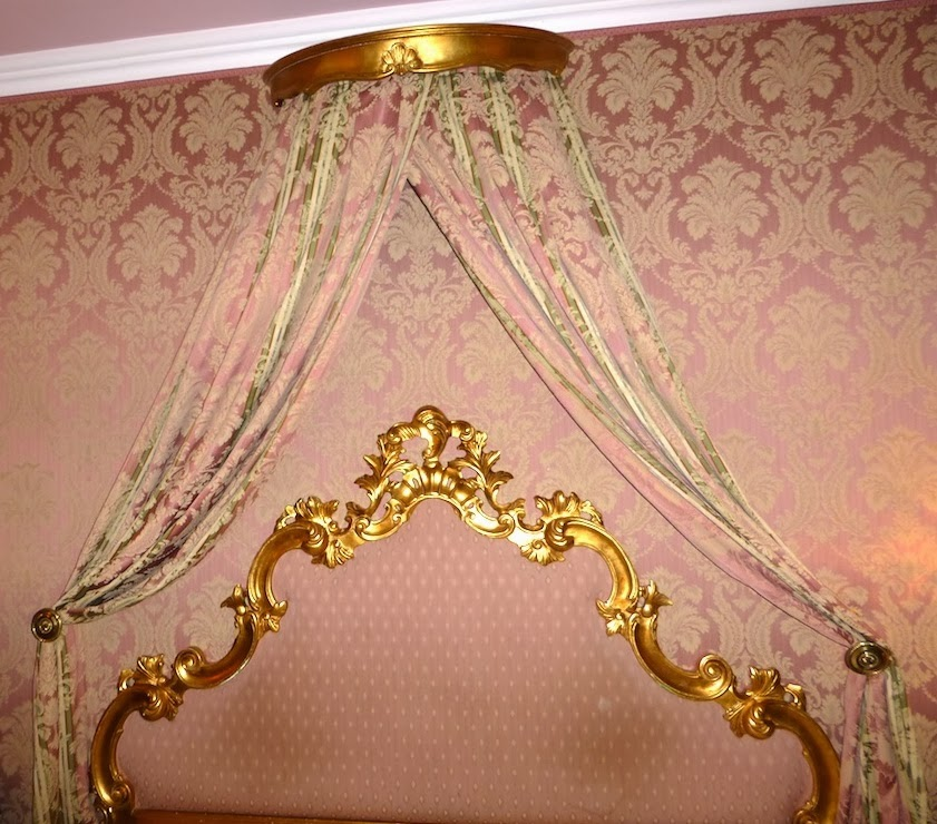 Draped fabric for canopy bed